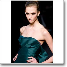 Click here to vote beautiful Karlie Kloss