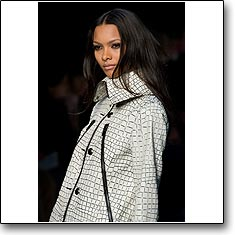 Click here to view beautiful Lais Ribeiro internetrends portfolio