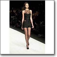 CLICK for La Perla Autumn Winter 07 08