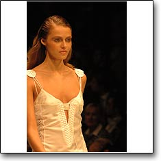 La Perla Fashion show Milan Spring Summer '05 © interneTrends.com