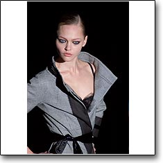 La Perla  Fashion show Milan Autumn Winter '06 '07 © interneTrends.com model Sasha Pivovarova